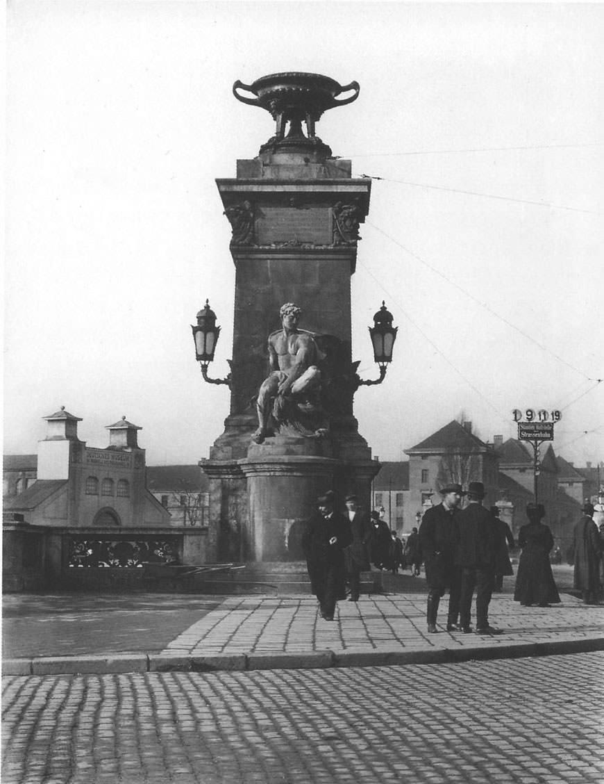 Pylon an der Ludwigsbrücke