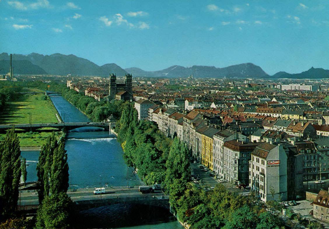 Blick über die Isar auf die Alpen