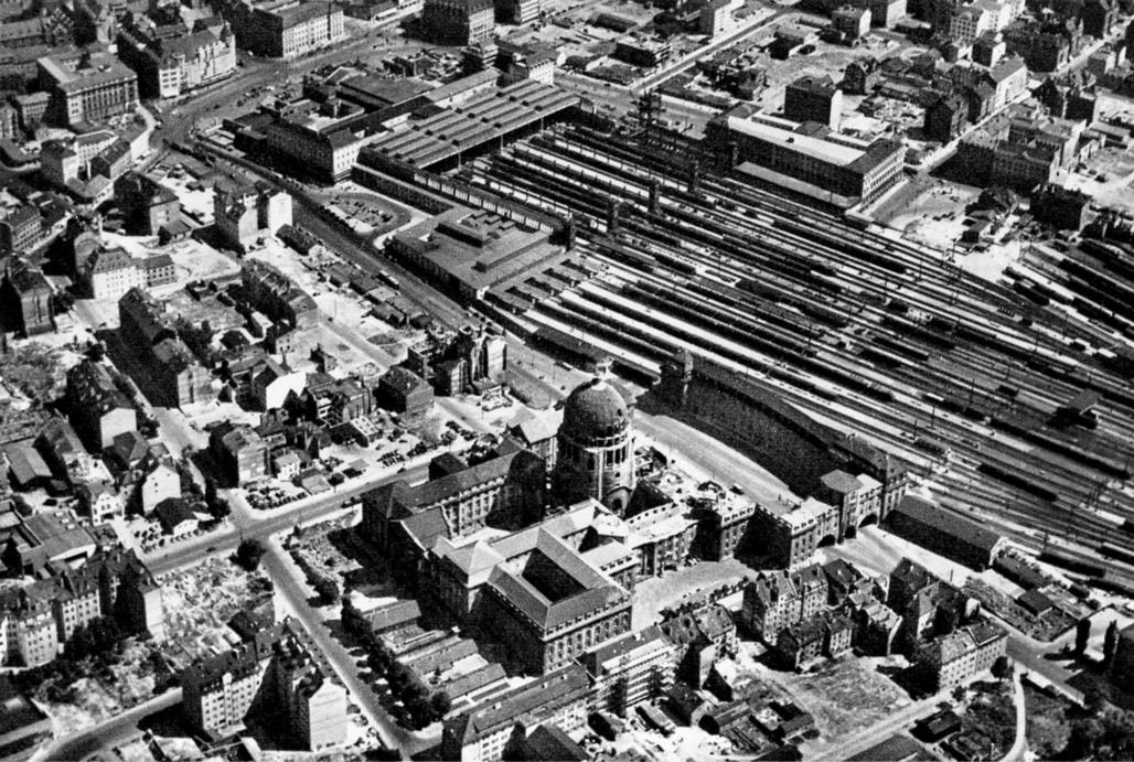 Verkehrsministerium und Hauptbahnhof